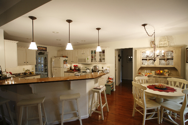 Poconos Home Kitchen with Breakfast Bar